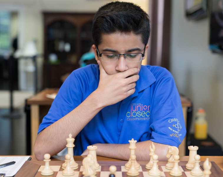 Akshat Chandra in game against Arthur Shen in R8